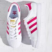 人手一雙小白鞋!Adidas 阿迪達斯 Superstar 板鞋 三色 51歐(約374元)