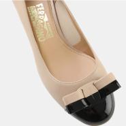 6.5码有货!SALVATORE FERRAGAMO ELEA 40 VARA BOW 双色蝴蝶结装饰高跟鞋 $396.45(约2872元)