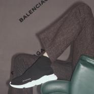 还记得那款明星们不惜撞鞋也要穿的 Balenciaga 连袜鞋吗?早秋短款来袭!