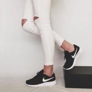 Famous Footwear:精选专区内Nike、Adidas等品牌鞋履第二双半价+额外8.5折