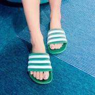 【5姐晒单】我想带着你去环游世界--Adidas Originals 三叶草 Adilette 经典澡堂拖鞋
