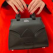 Mybag:精選 Vivienne Westwood 服飾包包圍巾