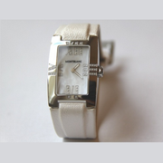 3.2折!Montblanc 萬寶龍 Profile Elegance 系列 珍珠母貝方形表盤女士優雅腕表 106491