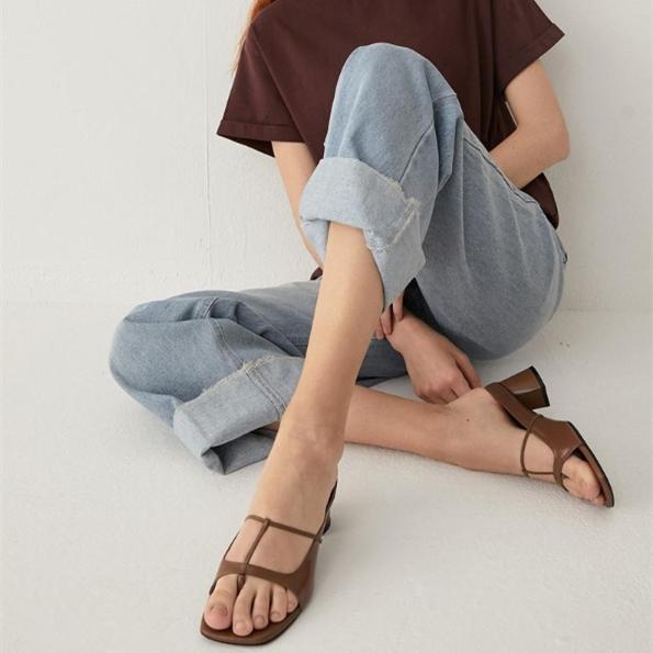 Salondeju 新款方頭夾趾細T形中跟涼鞋