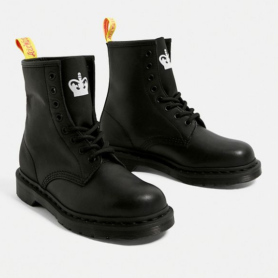 Urban Outfitters:英国站精选 Dr. Martens 马丁靴
