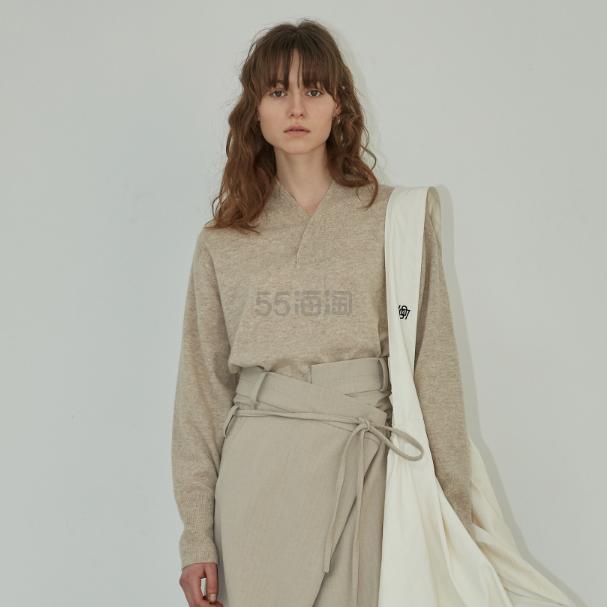 Low Classic 簡約基礎款女士 V 領羊毛針織衫