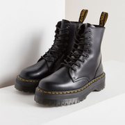 Urban Outfitters US:精选 Dr. Martens、The North Face、Fjallraven Kanken 等服饰鞋包