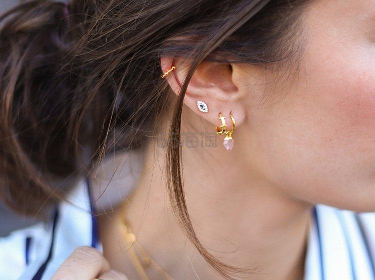 Missoma 玫瑰石英迷你护盾吊坠耳环 £49.68(约435元) - 海淘优惠海淘折扣|55海淘网