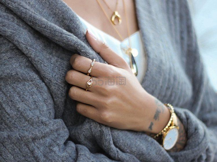 Missoma 18ct 镀金彩虹月光石戒指 £88(约770元) - 海淘优惠海淘折扣|55海淘网