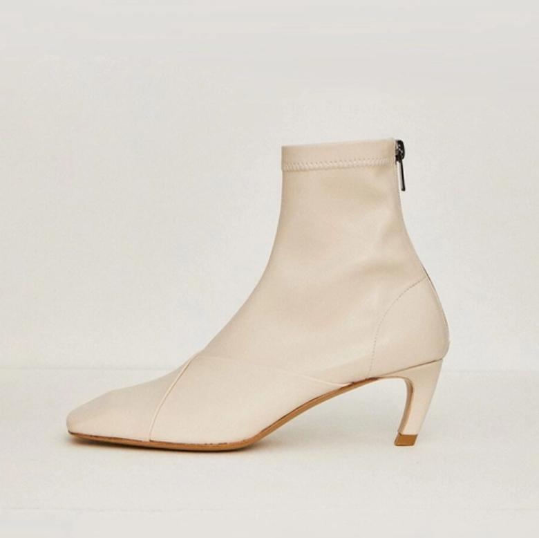 Low Classic 中跟女款短靴