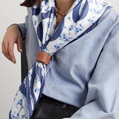 速抢! 【库存不多】LOEWE 印花真丝斜纹布围巾