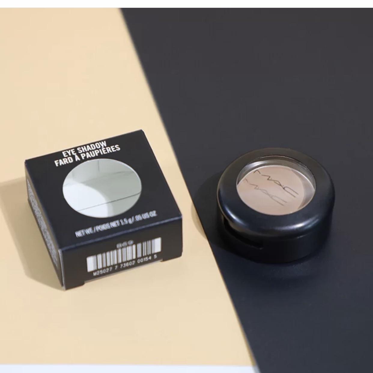 MAC Cosmetics: 15% OFF + Free Gifts