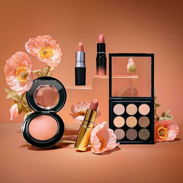 MAC Cosmetics: 15% OFF + Free Gifts Sitewide