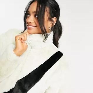 ASOS Asia: Nike Swoosh 羊羔绒外套 Jennie 同款(多色可选)