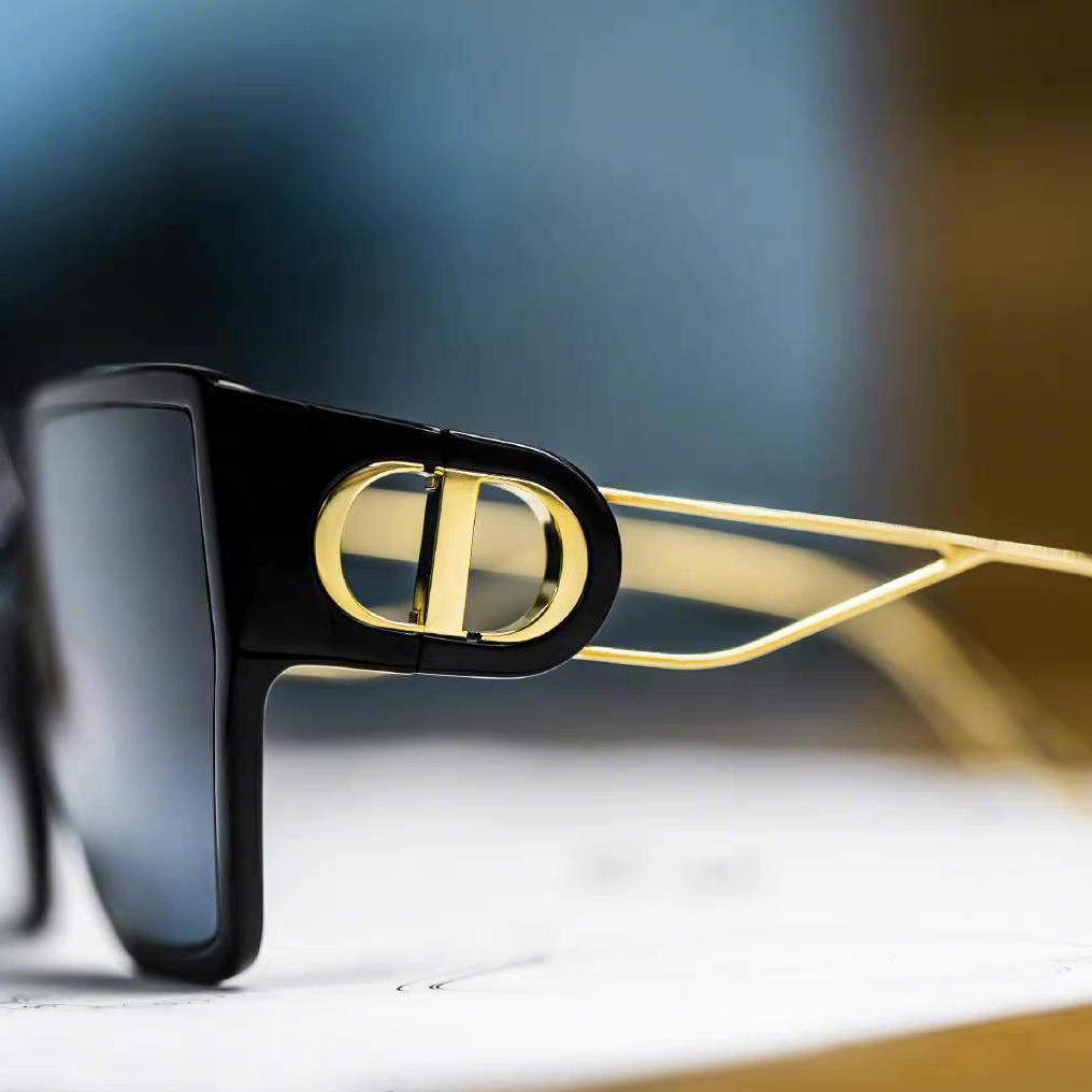 SSENSE美站:夏日大牌墨镜眼镜专场 收明星同款