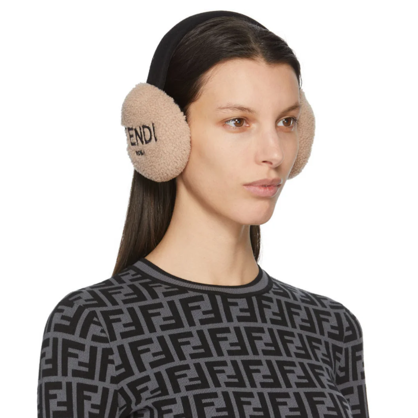 Fendi 粉色羊羔毛logo耳罩 反季薅羊毛 5.2折
