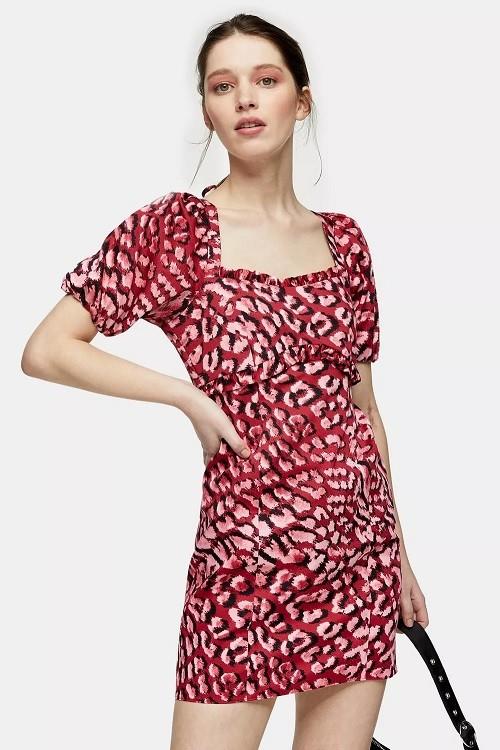 红粉色动物纹连衣裙