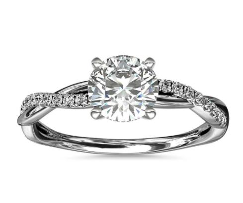 铂金小巧扭纹钻石订婚戒指