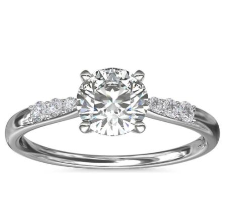 14k 白金小巧钻石订婚戒指