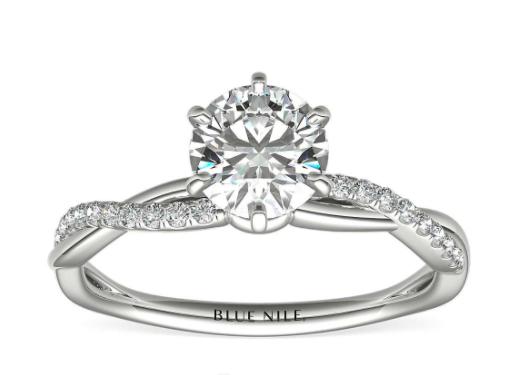 铂金六爪小巧扭转钻石订婚戒指