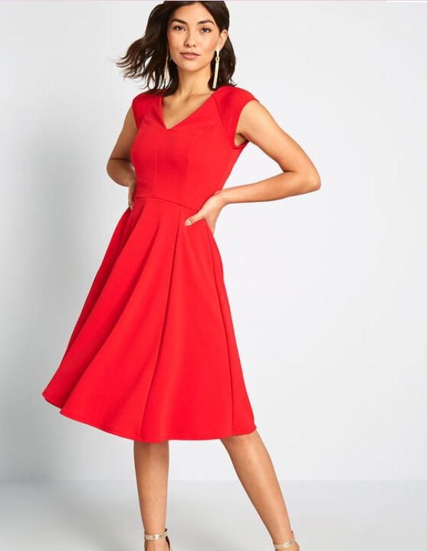 v领小红裙