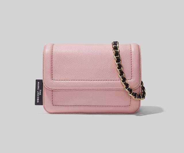 粉色链条斜挎包