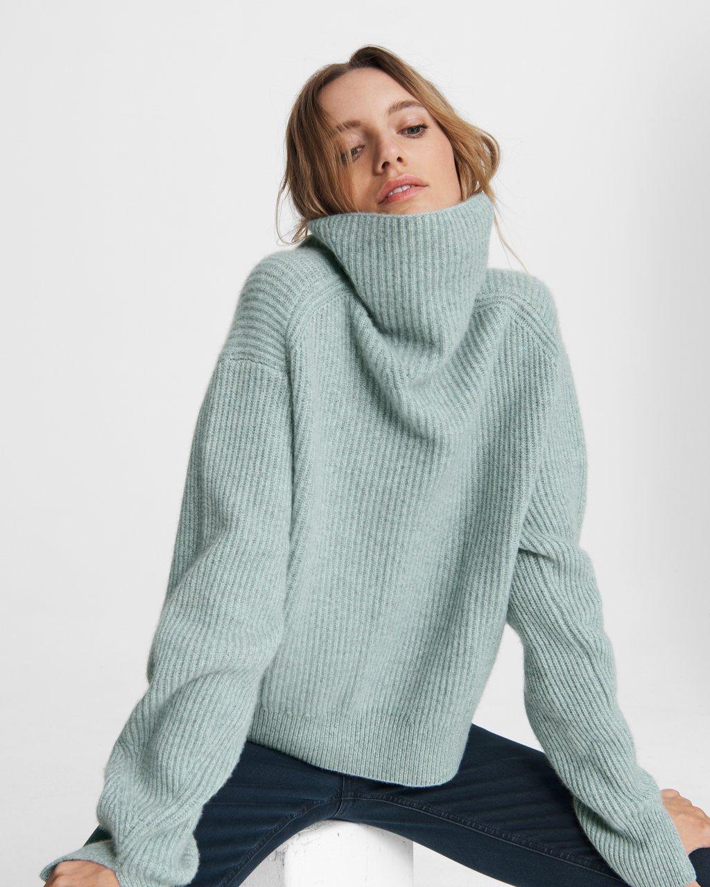 高领羊绒毛衣