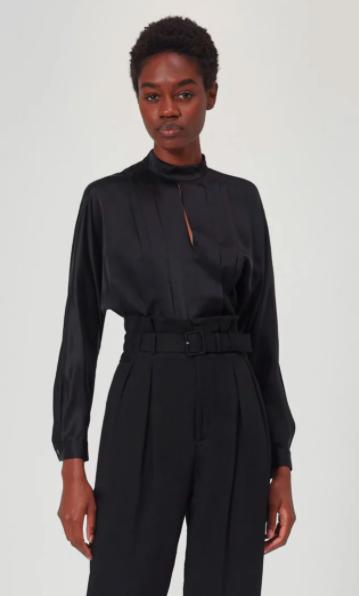 黑色丝绸衬衫