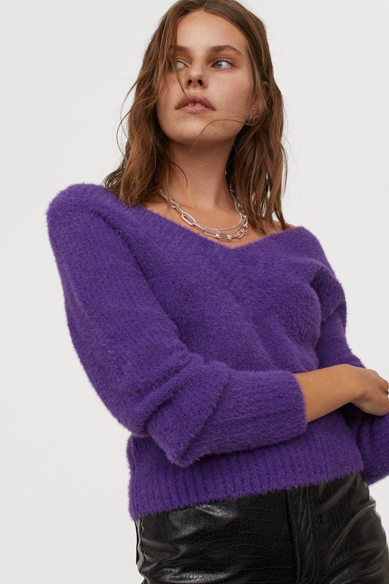 紫色V领毛衣