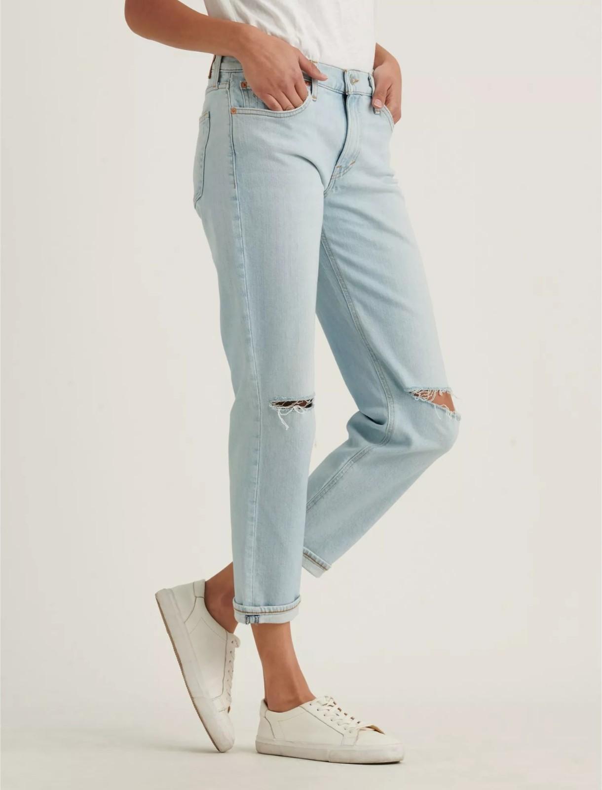 女士破洞中腰牛仔裤