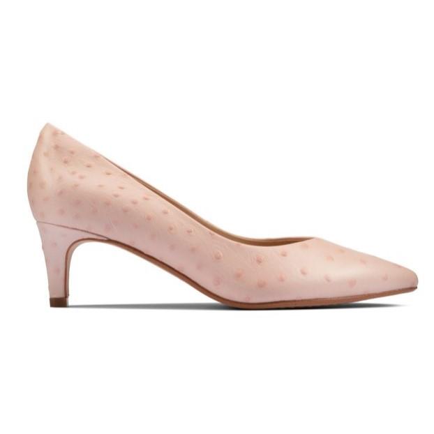尖头粉色高跟鞋