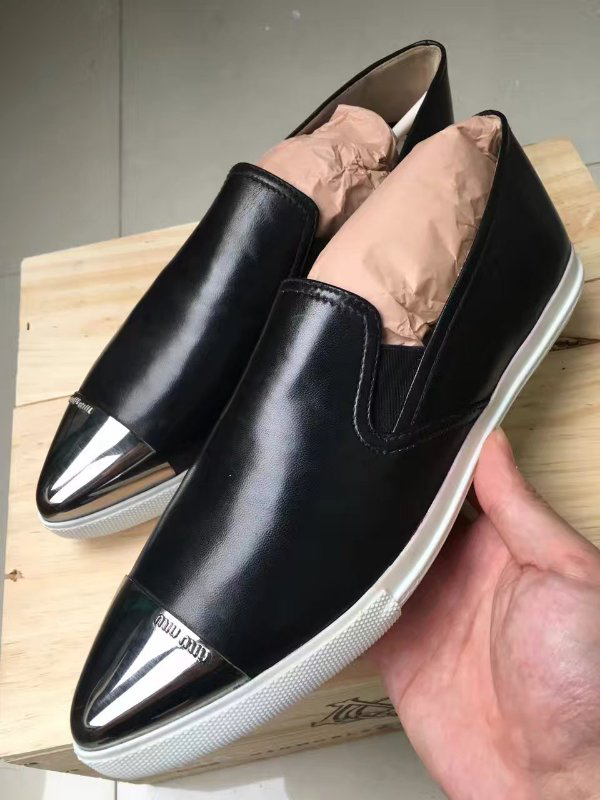 意大利原装Miumiu银鞋头黑皮面女鞋,低价出