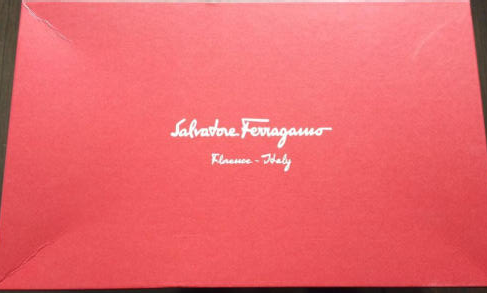 222a0bbb76 3798268 现在皮革的选用和鞋型的控制决定着鞋子的舒适度,感觉菲拉格慕Salvatore Ferragamo鞋子还是让人很满意的。 3798269  3798270 细节处也很严谨,时尚!