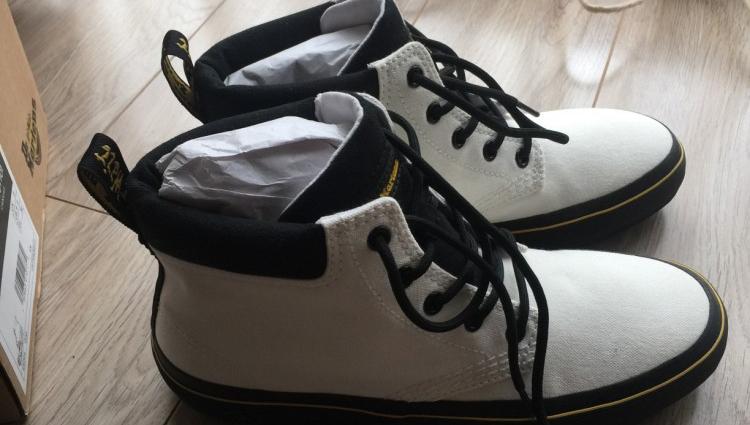 【跨年啦】用SO COOL的Dr.Martens白鞋搭出一身帅气~