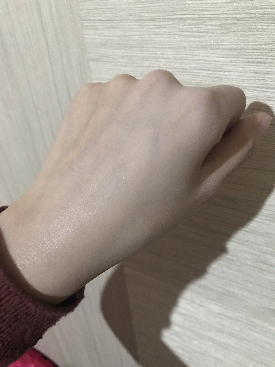 冬季干皮粉底救星⭐雅诗兰黛沁水粉底液🌟🌟🌟 首先说说肤