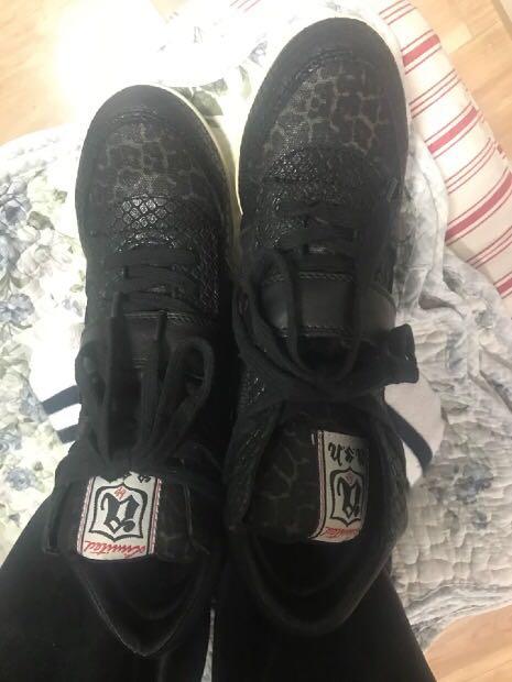 转让香港专柜带回的 ASH37码鞋子一双