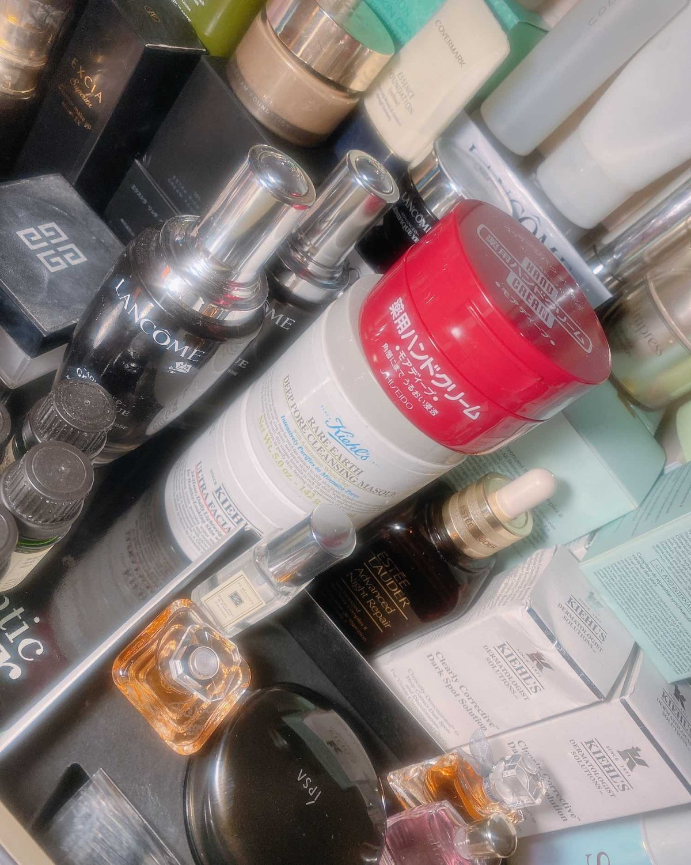 浓妆淡抹总相宜-梳妆台🌸 我的化妆品平时抽屉、床头柜、浴室