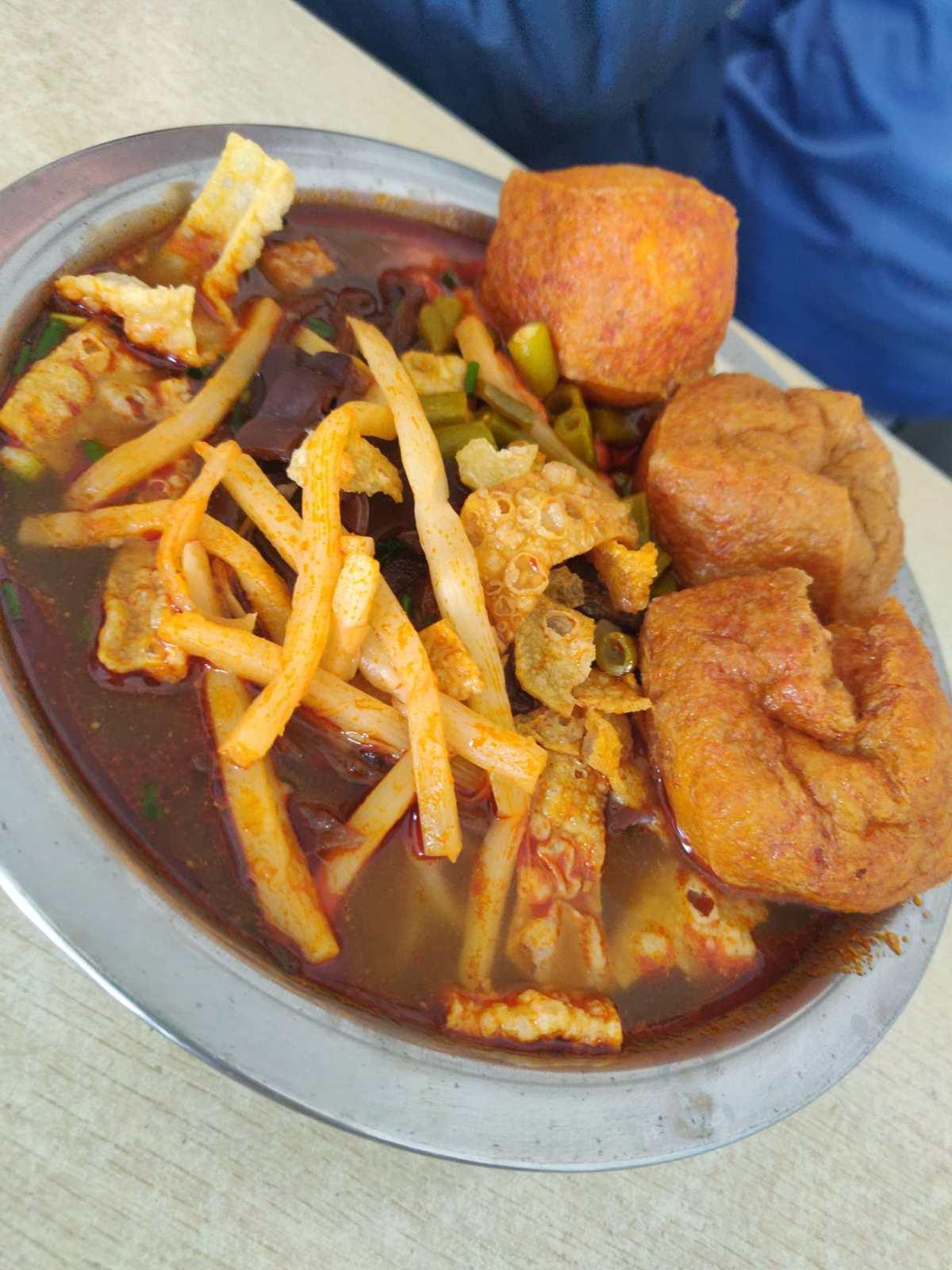 国庆八天庆~广西美食  🎑贺州特色小吃牛肠酸和牛红。如果你