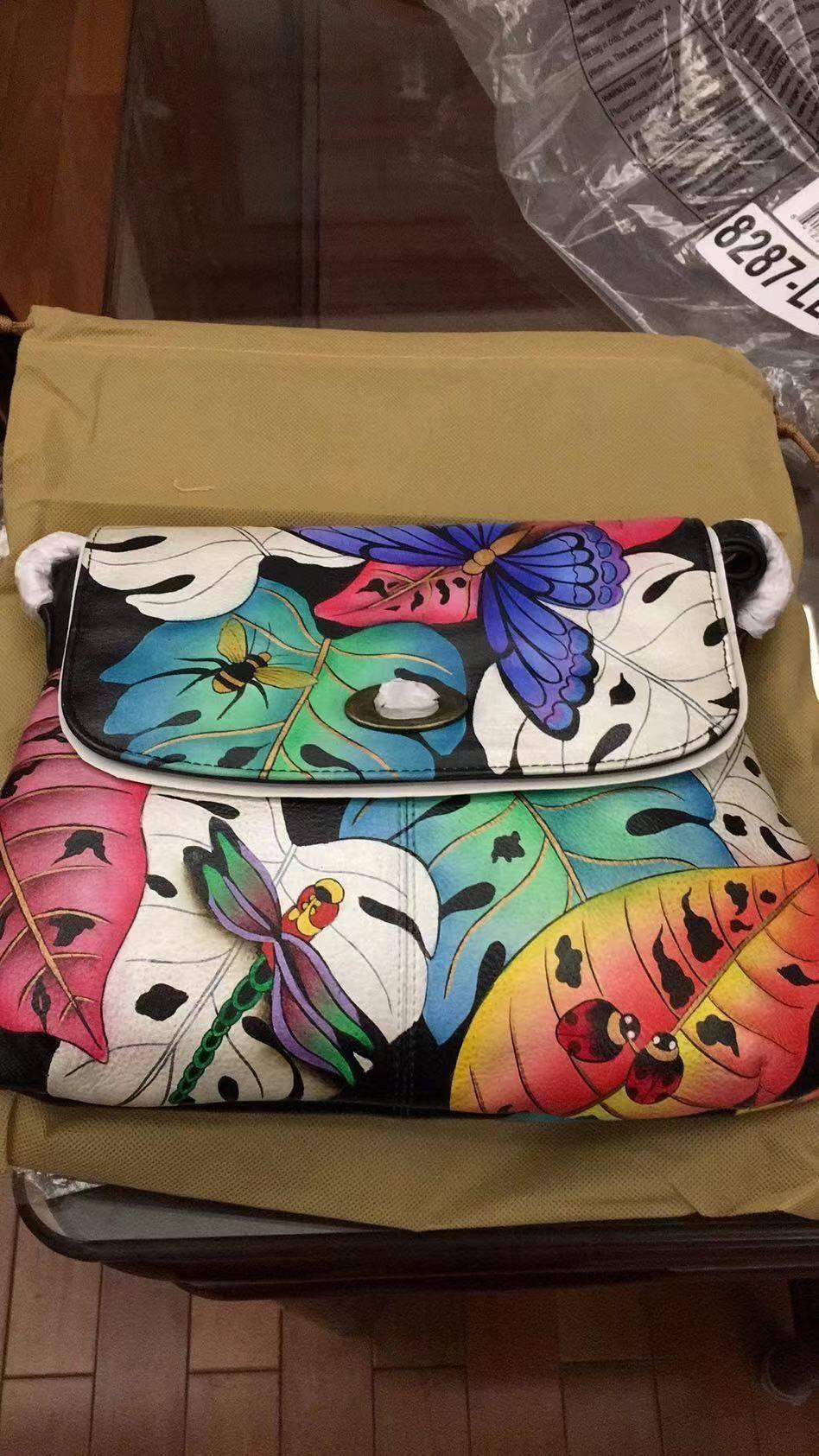 在美亚淘了几个包,有一个是Anuschka家的真皮手绘包,他