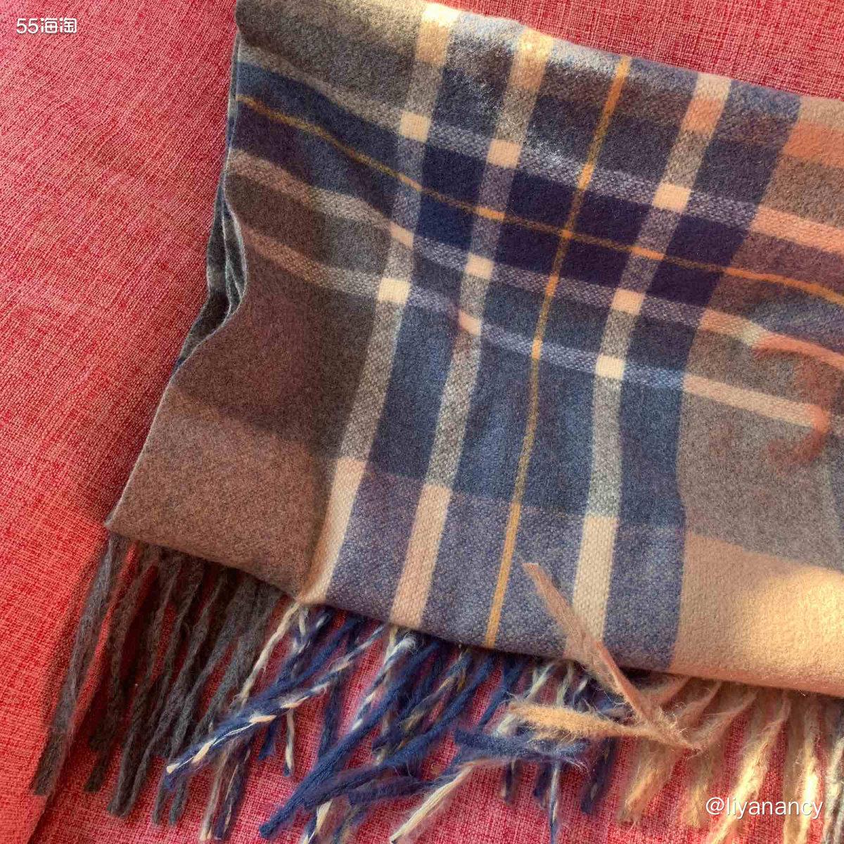 格子围巾  ✨提到格子围巾可能很多人会想到巴宝莉围巾,不过忽