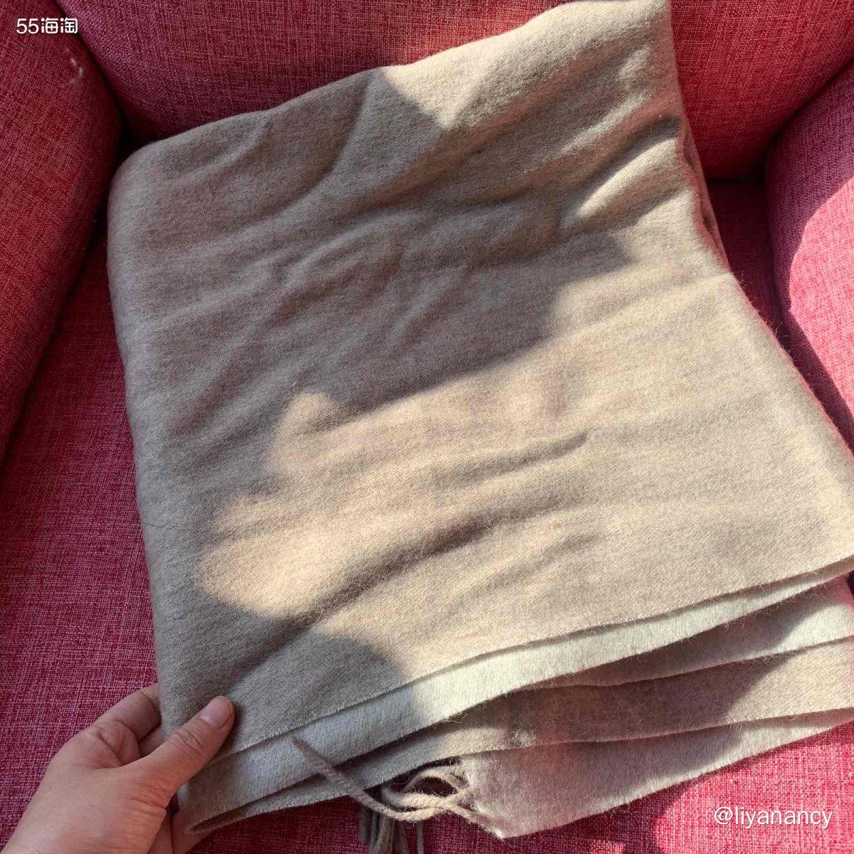 亚麻色羊毛围巾  ✨我的围巾大概分两种色系的,一种就是很鲜艳