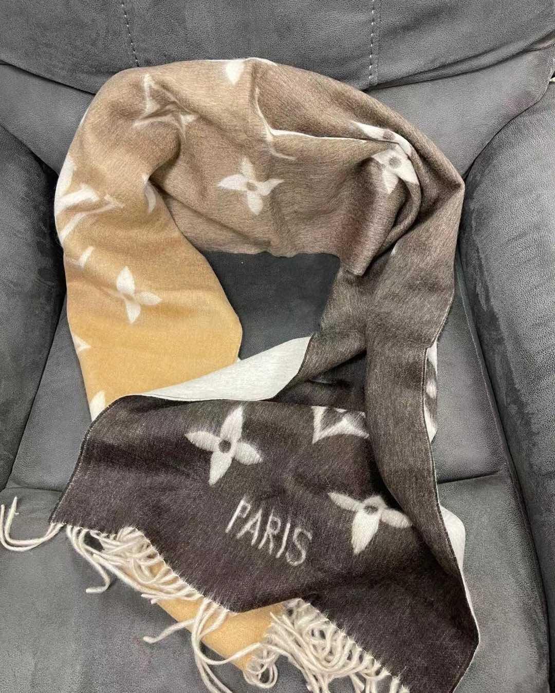 驼色渐变围巾真的太美了, 配色是那种洋气中带着温油的赶脚~秋