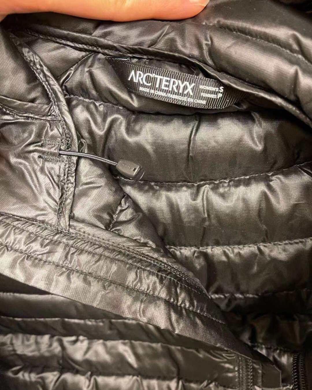 始祖鸟羽绒服  轻薄又保暖💗 颜色:黑色~ 搭高领毛巾非常
