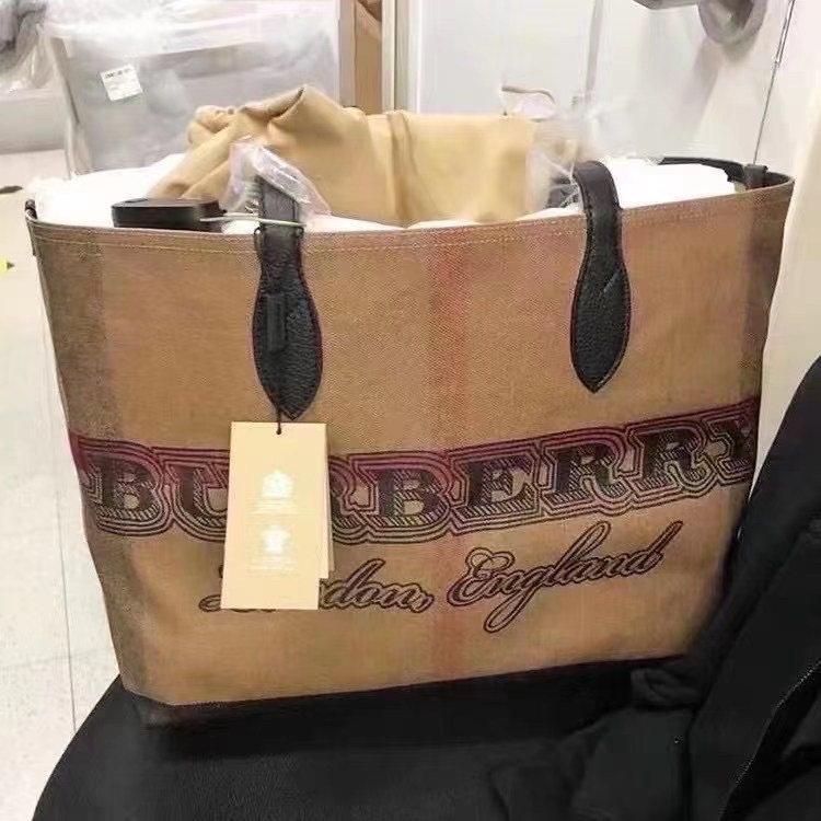 现货特价💰2799包邮 Burberey巴宝莉托特包。可双