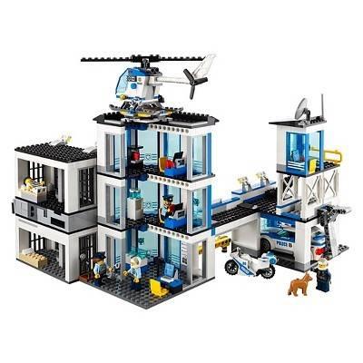 LEGO City Police Station Building Kit (60141)