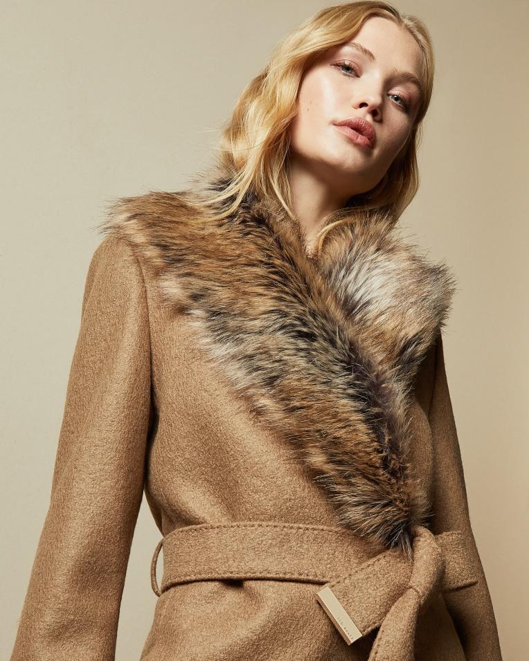 面料高级剪裁精细,高质量羊毛大衣四折闪购!