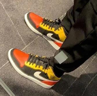 AIR Jordan AJ 1 Mid SE大童款篮球鞋  番茄炒蛋