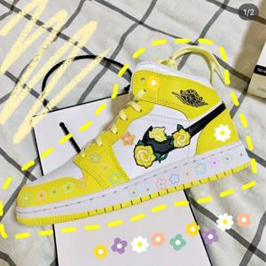 再补码!AJ1 Mid花卉刺绣黄玫瑰大童款篮球鞋