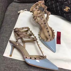 BUG价!Valentino华伦天奴经典款铆钉高跟鞋